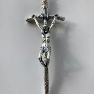 cruz pequena na cor prata