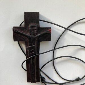 Cruz com cordão