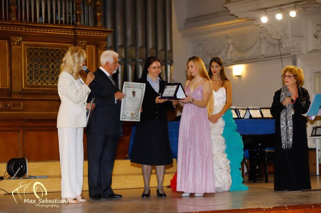 Dra. Ir. Cristiane Pieterzack recebe o Premio Culturale Internazionale Cartagine 2.0